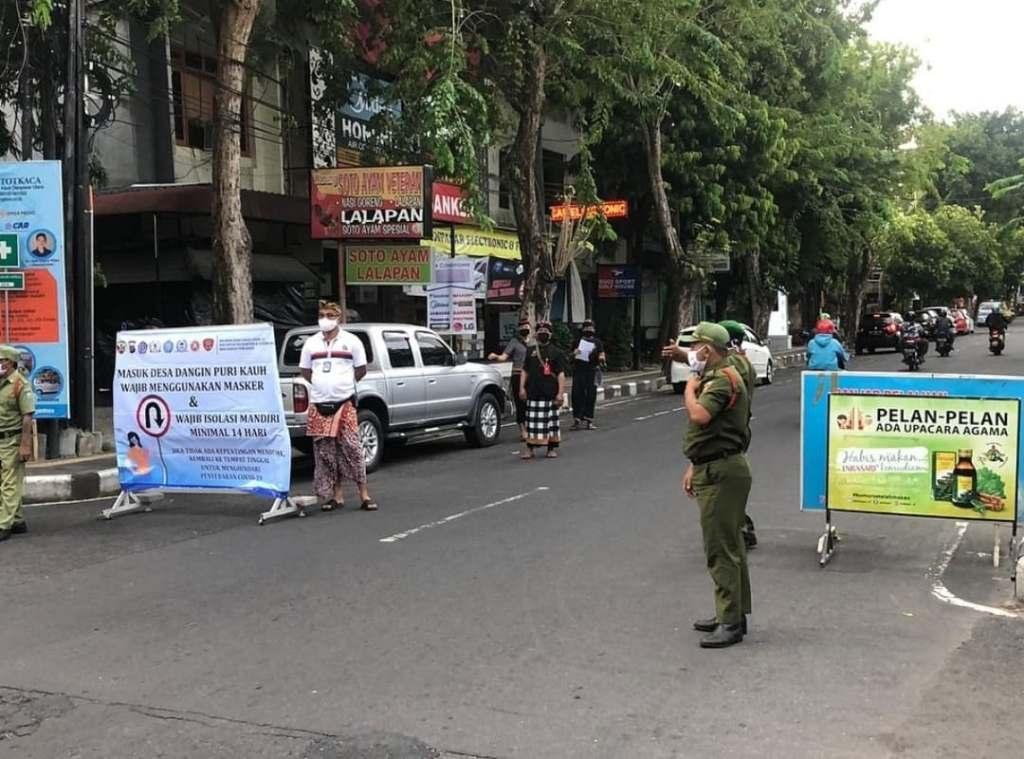 drunk man yells at denpasar police