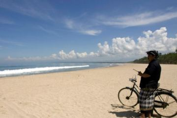 2 Bali Beaches Open For Foreign Surfers Only
