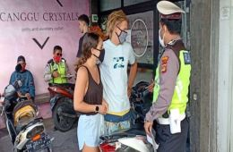 foreigners not wearing masks or helmets in canguu