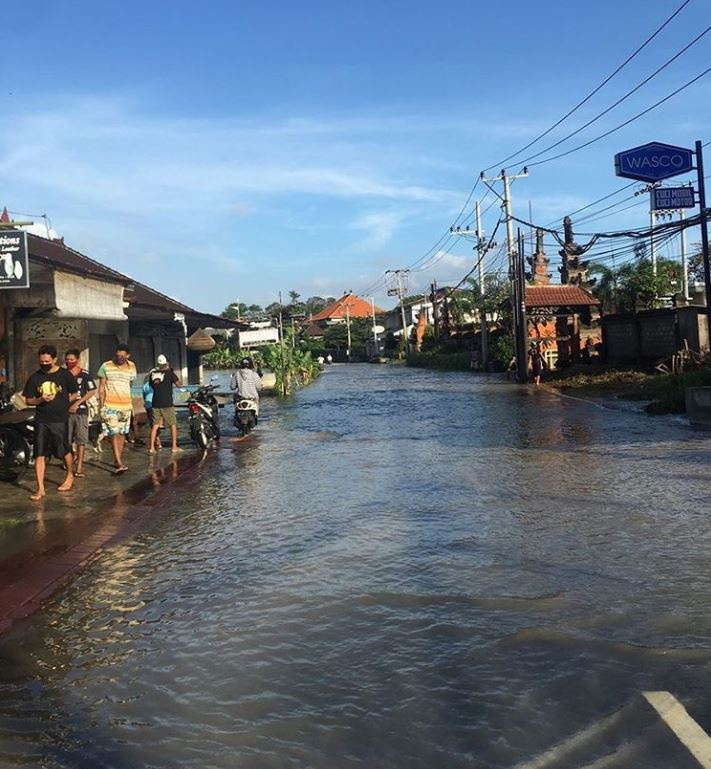 heavy rains cause flooding in bali