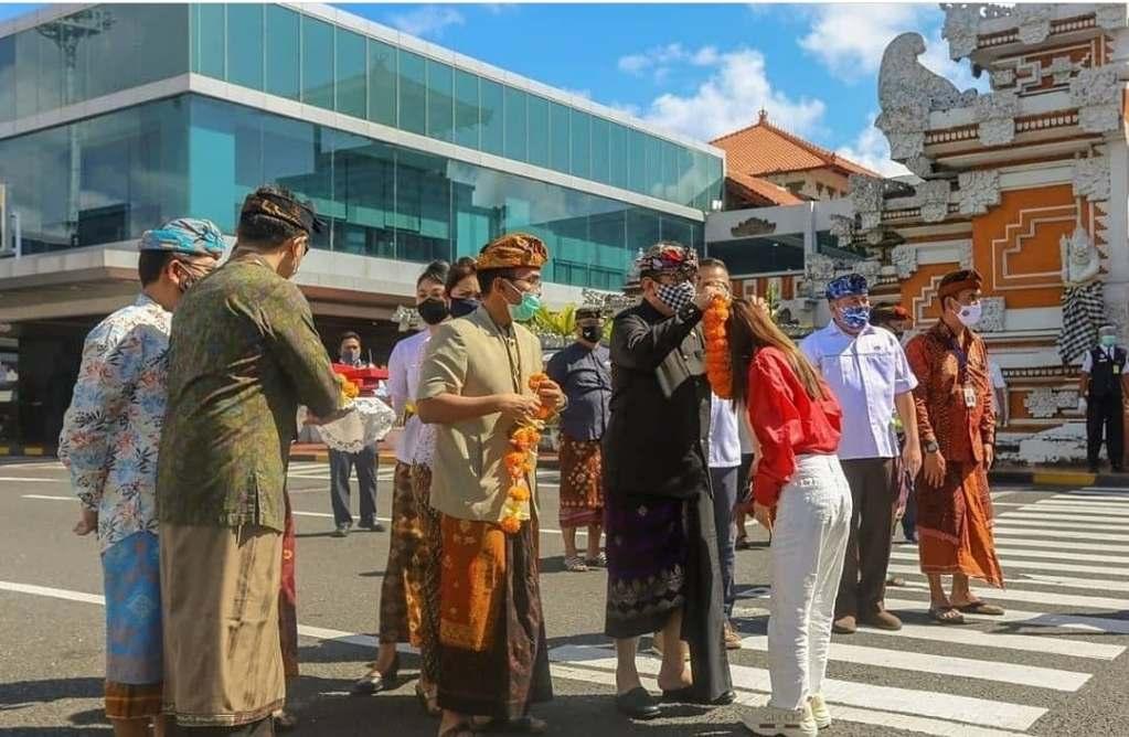 Welcoming tourists bali
