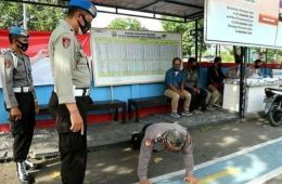 Bali Police Officers Punished With Push Ups For Not Wearing Masks