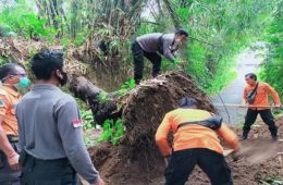 Land Slide Causes Road Closure In Karangasem Bali