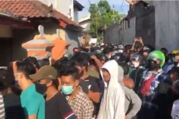 Large Crowd Gathers After Bali Restaurant Hands Out Free Meals