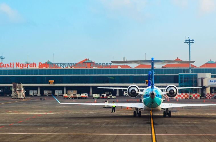 Bali Governor Urges Garuda Airlines to Lower Prices