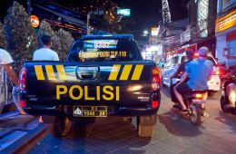 French Foreigner Crashes Car Into Bali Local