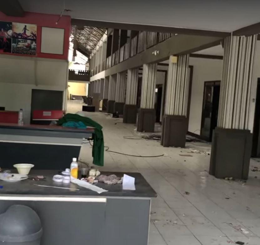 hotel falling apart
