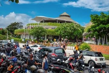 Domestic Tourists Shift To North Kuta To Avoid Strict Regulations At Busy Kuta Beach