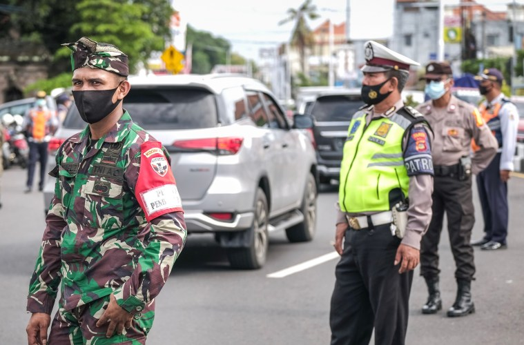 Transport Bus Bribes Officers To Gain Entry Into Bali Without Test Documents