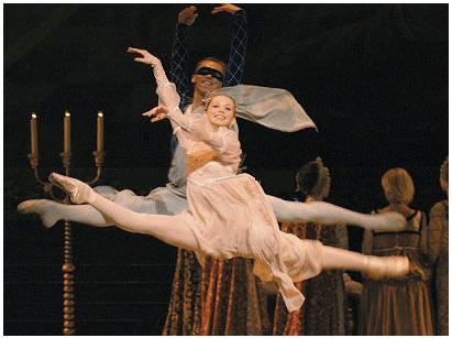 Igor Kolb and Yevgenia Obraztsova in Mariinsky's Romeo & Juliet. Photo: Marc Haegeman /Mariinsky © Source: Mariinsky Theatre