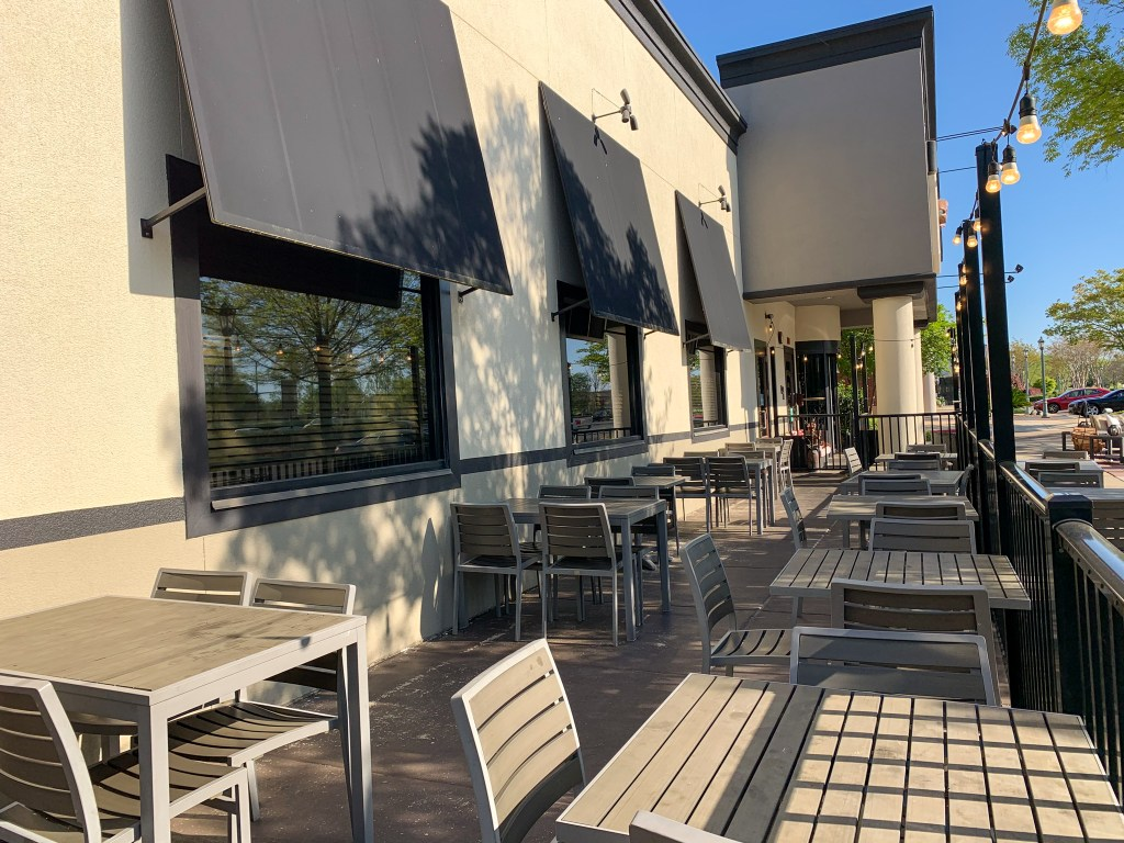 Outdoor Patio To Bonefish Grill.