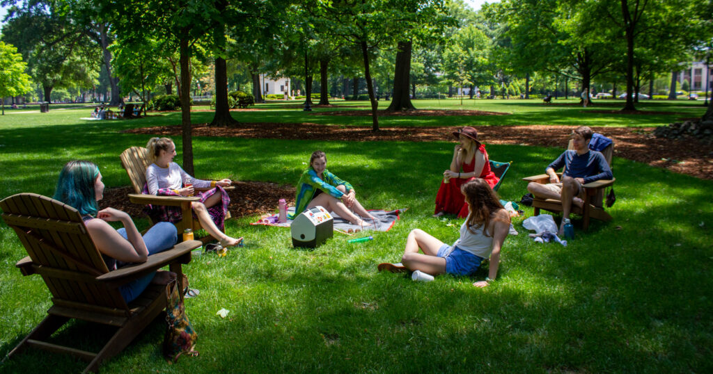 Sunday Afternoon On The Quad At The University Of Alabama. Photo By Libby Foster For The Bama Buzz.