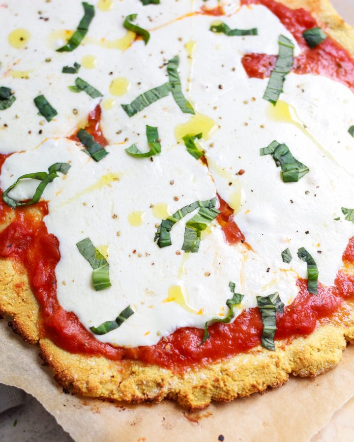 close up of olive oil on margherita pizza