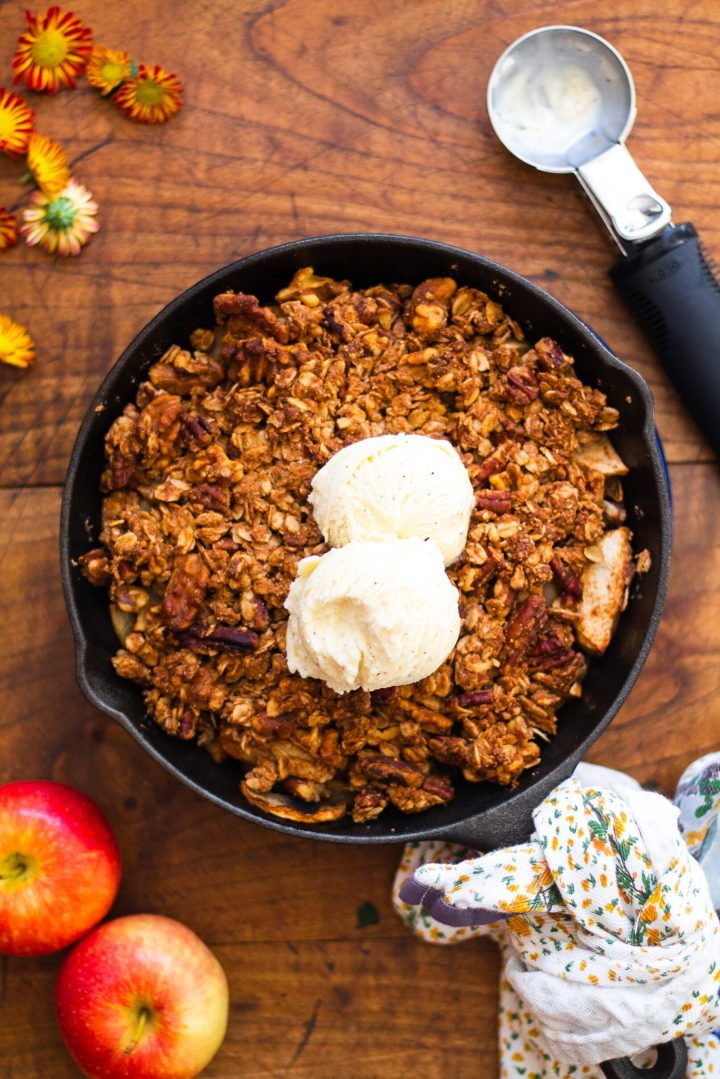 healthy apple crisp a la mode