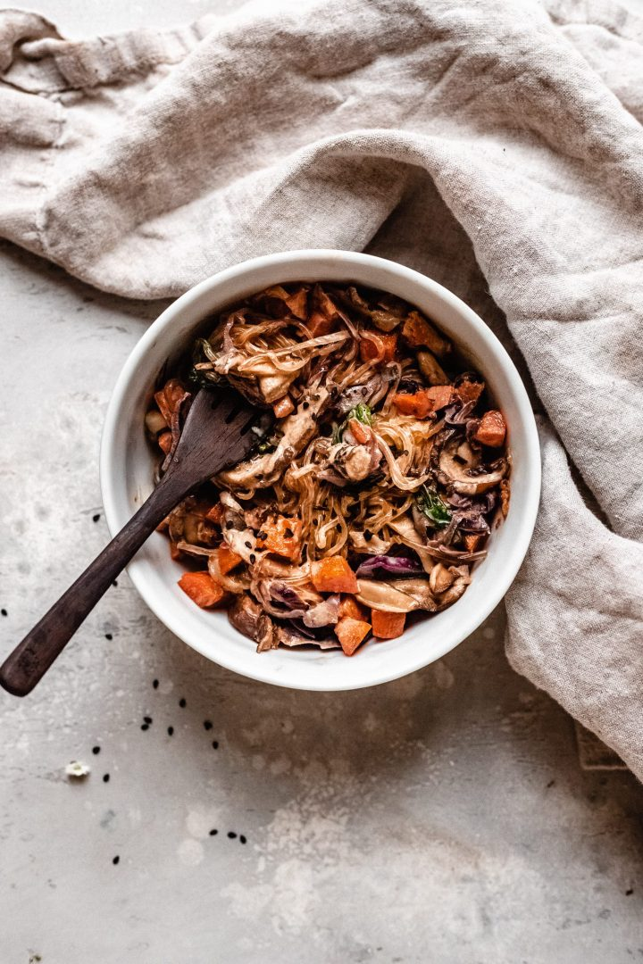 single bowl of veggie lo mein