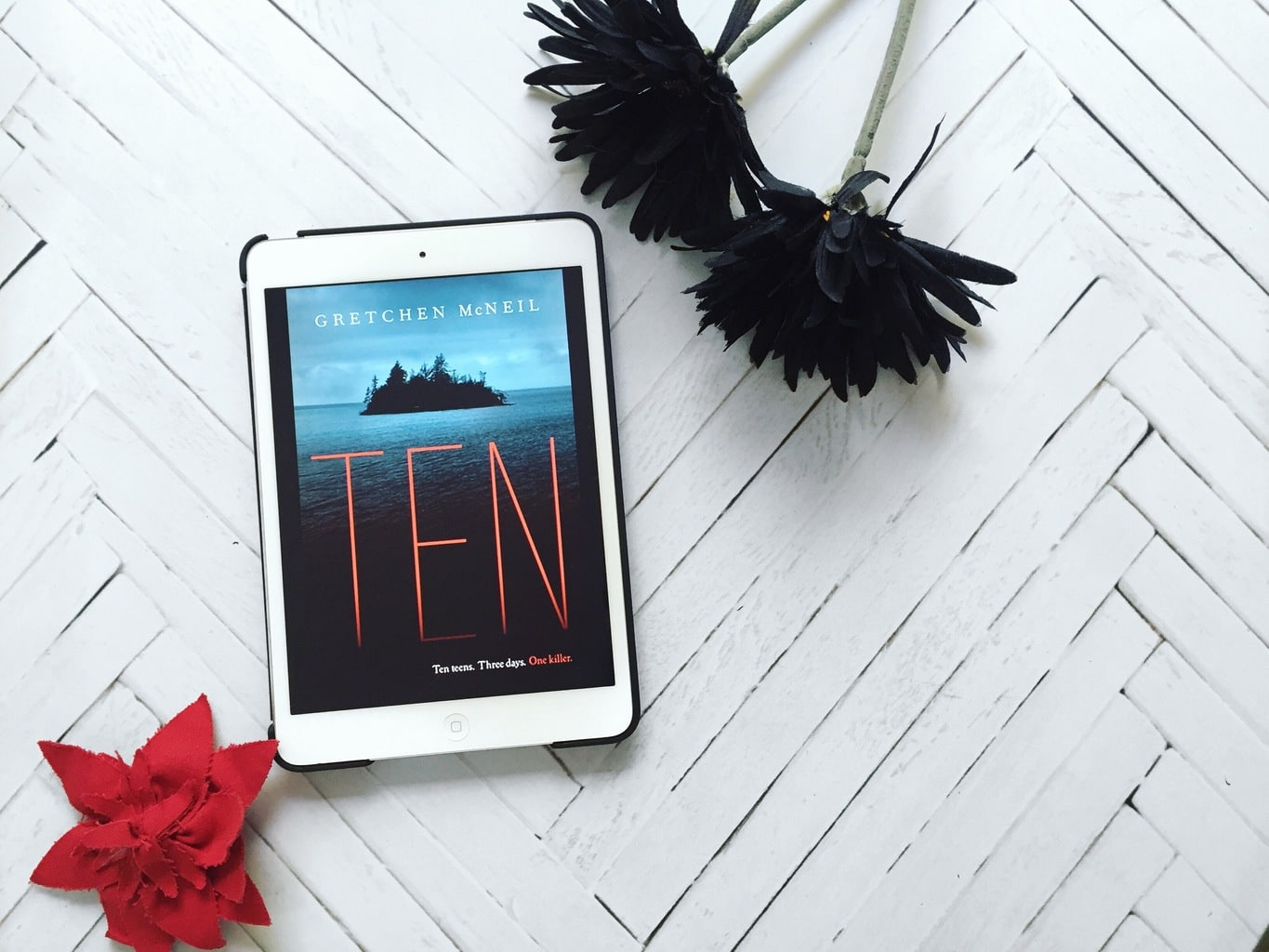 Rave Guest Review + GIVEAWAY: Ten by Gretchen McNeil