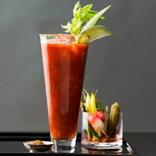 bloody_mary_cocktail_in_highball_tumbler_and_celery_garnish