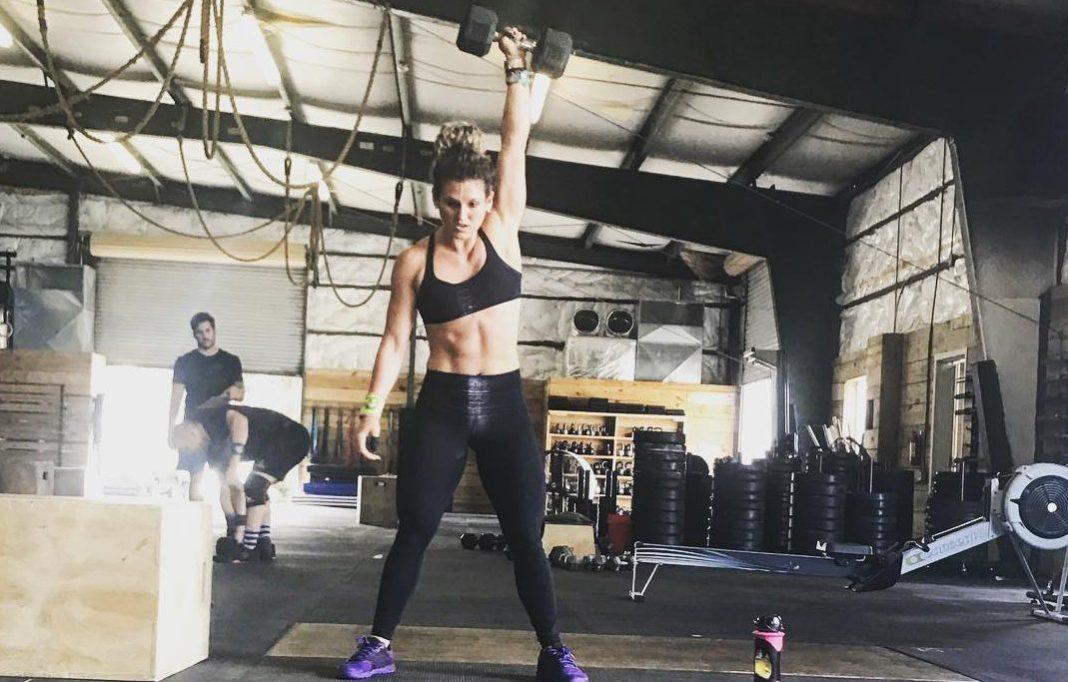 Julia Glotz Completes 17.1 after breaking after last fall via Instagram)