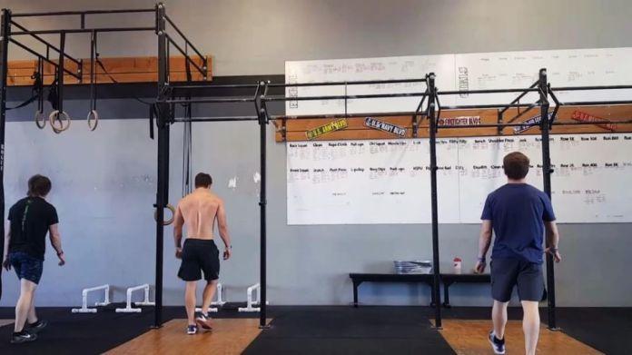 Cody Anderson does a gymnastics complex. codyanderson2_34/Instagram.