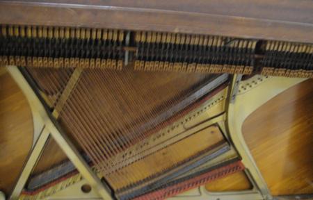 pianoinsides3.jpg