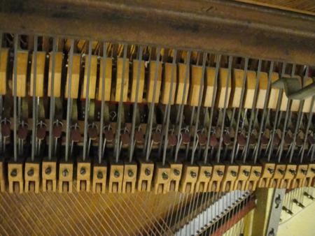 pianoinsides4.jpg