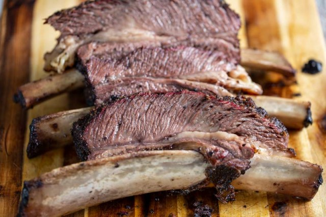 Snake River Farms Beef Short Ribs Smoked on a Big Green Egg