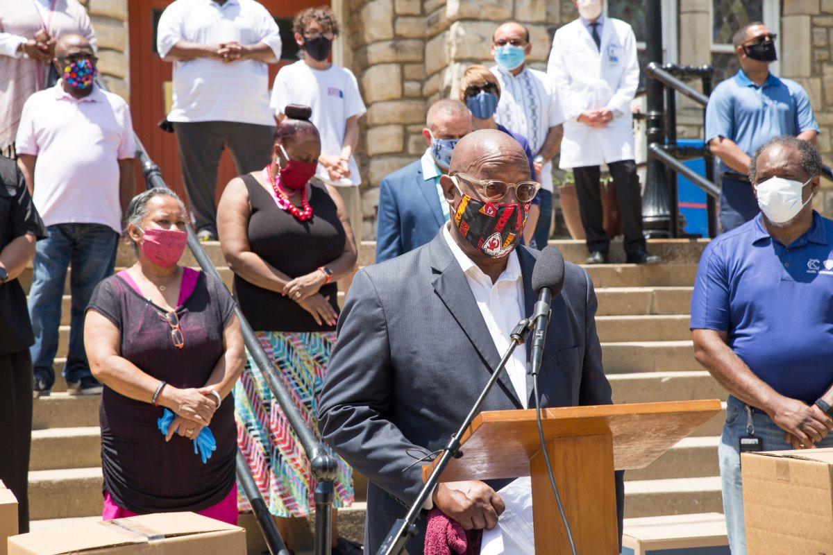Rev. Eric Williams speaks to volunteers at an event distributing masks from Truman Medical Center, St. Luke's Health System and the KCMO Health Department. Photo Courtesy of Valerie Anderson.