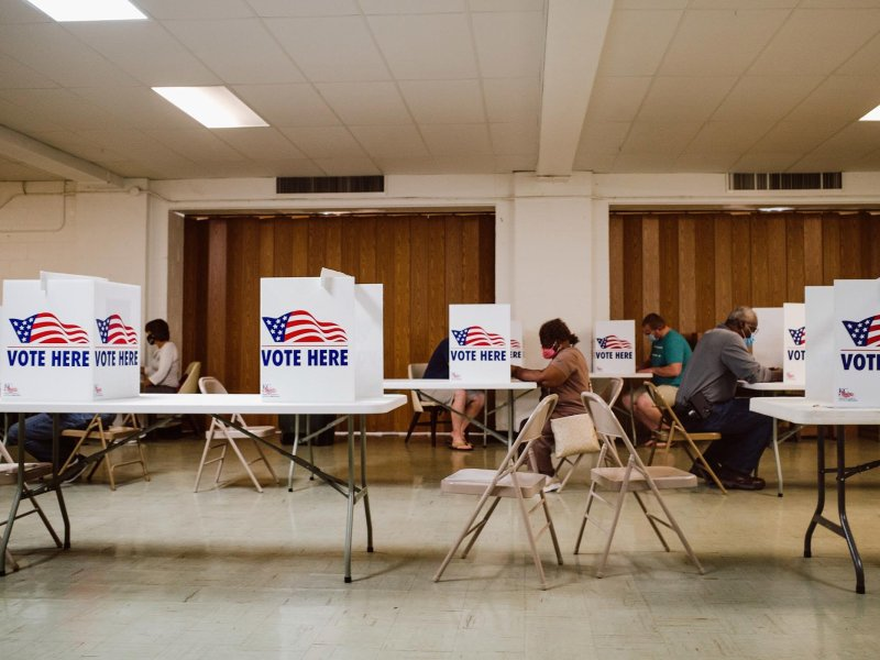 Early voting during the August 2020 election. (Chase Castor/The Beacon)
