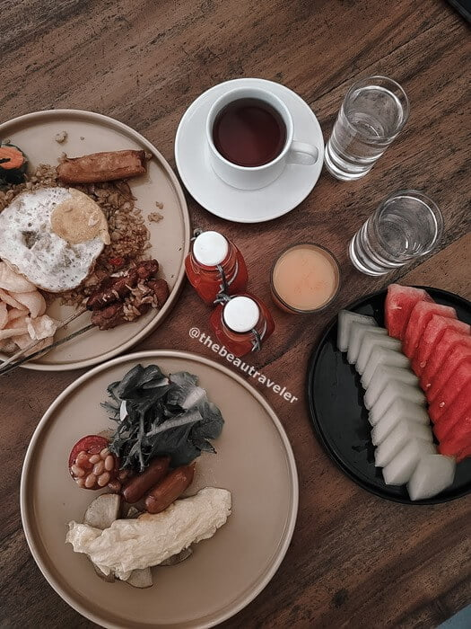 Indonesian and American breakfast style at Blackbird Hotel.