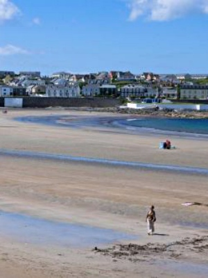 The best scenic drives in Ireland - Stop off at Kilkee Beach