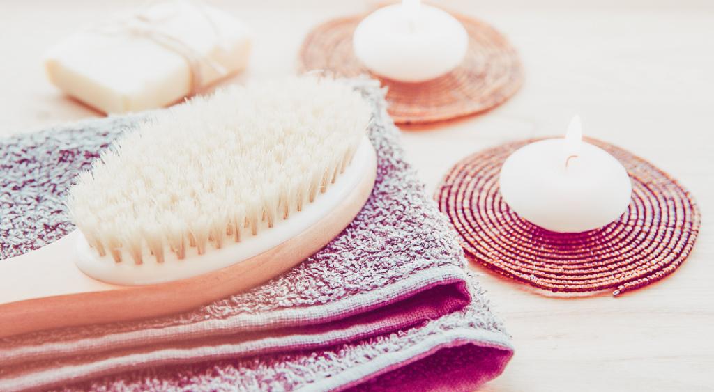 The Benefits of Dry Body Brushing www.awelltravelledbeauty.com