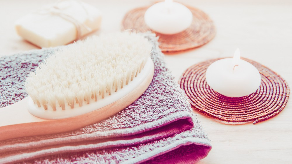 The Benefits of Dry Body Brushing www.awelltravelledbeauty.com