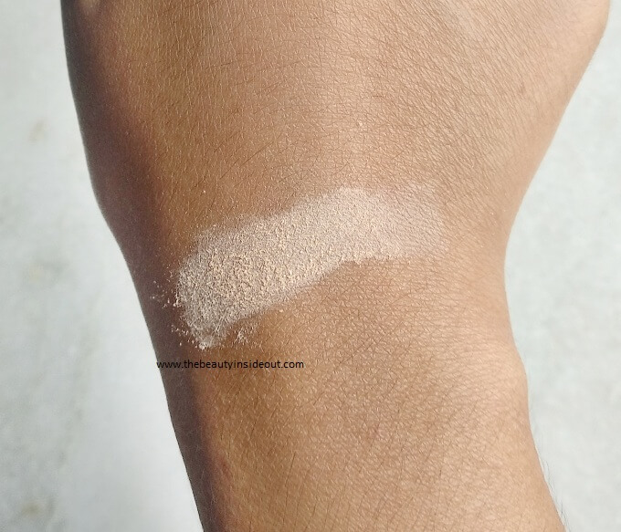 Maybelline Fit Me Loose Powder Swatch