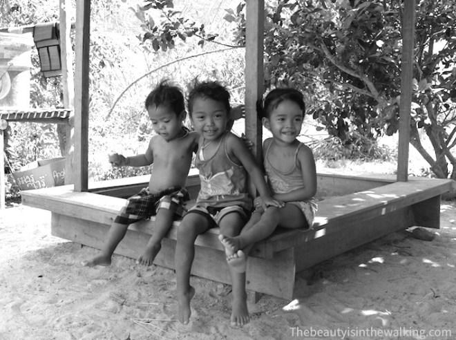 Les enfants des employés de la Sothy's Pepper Farm.