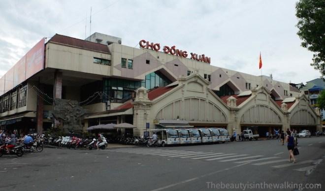 Chợ Đồng Xuân, the main market in Hanoi
