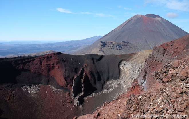 Dyke of the south crater and Mount Ngauruhoe, Tongariro Crossing, NZ