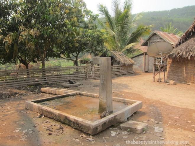 Fontaine, village Lanten, Laos