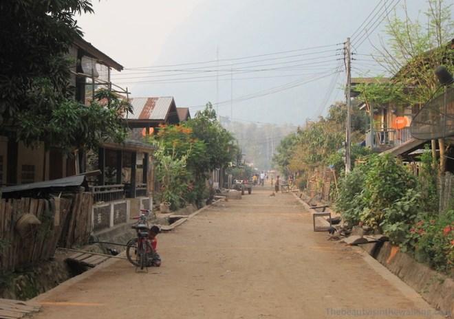 Rue principale de Muang Ngoi, Laos