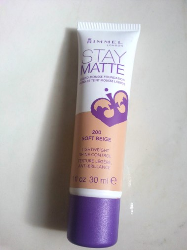 Review of the Rimmel London Stay Matte Foundation, does it stay matte? Is it long lasting?