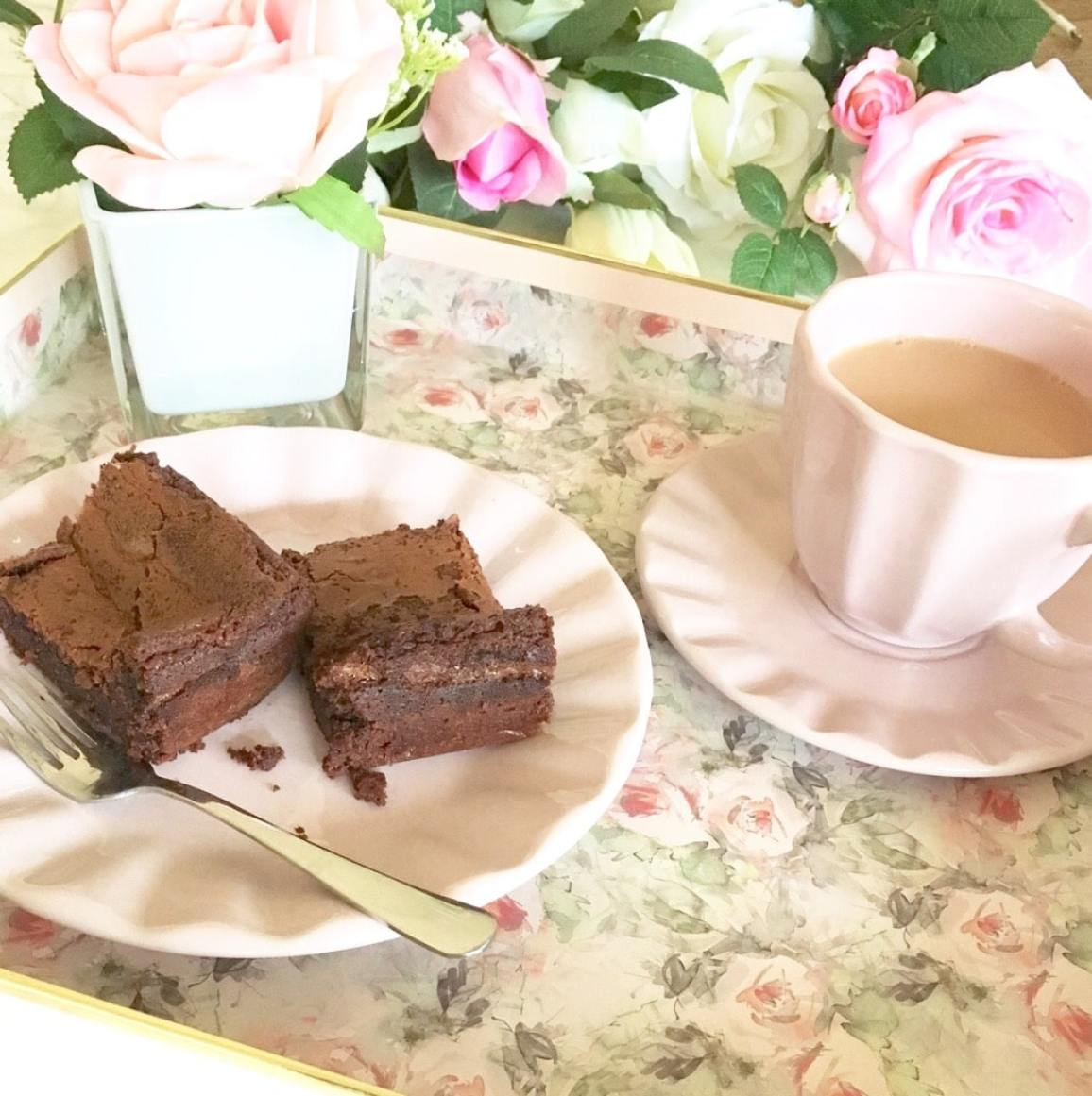 The finished Brownies. Served with a nice cup of tea. Delicious.