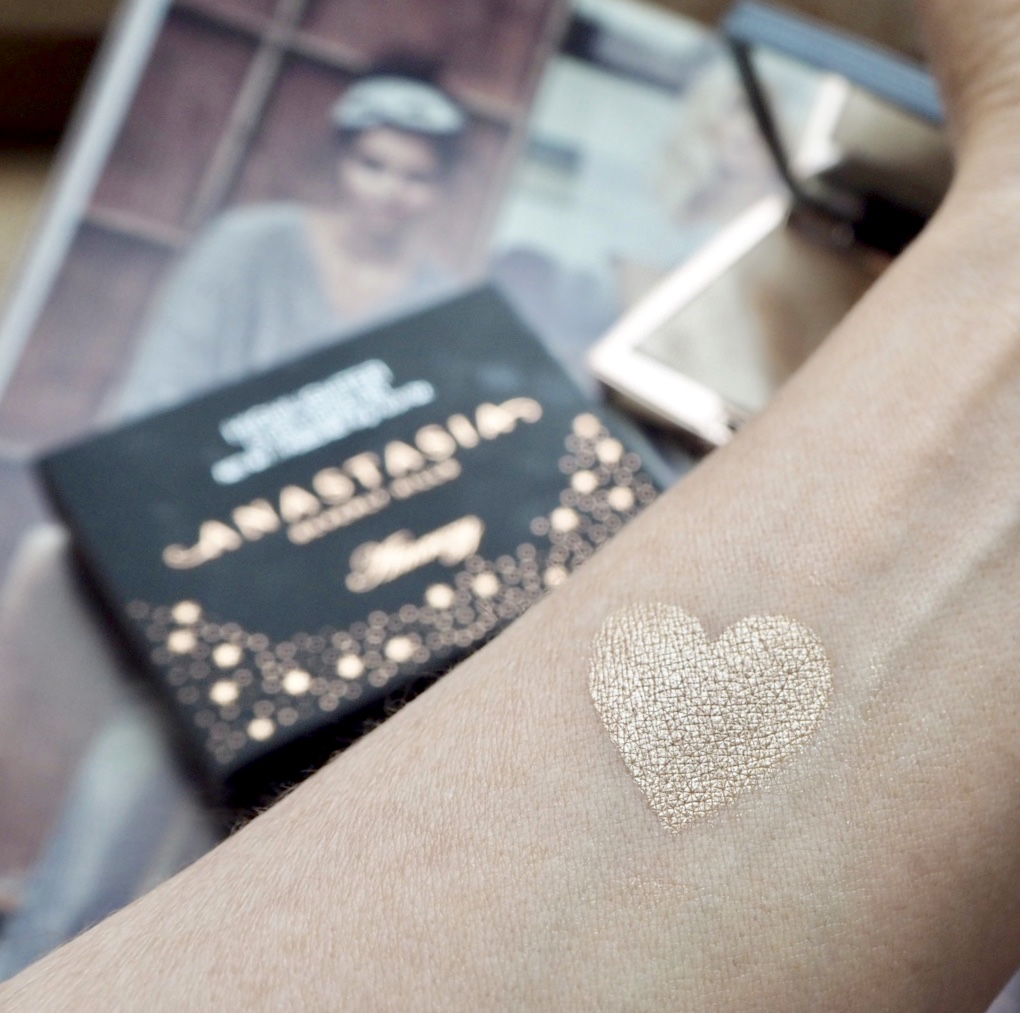 ABH x Amrezy highlighter colour swatch