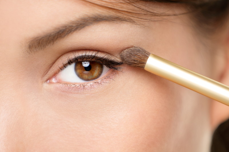 easy steps to apply eyeshadow like a pro