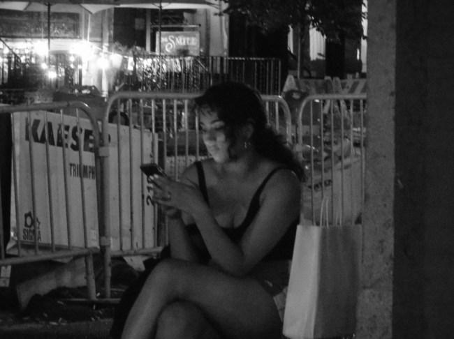 Smartphone-Women-Serenity