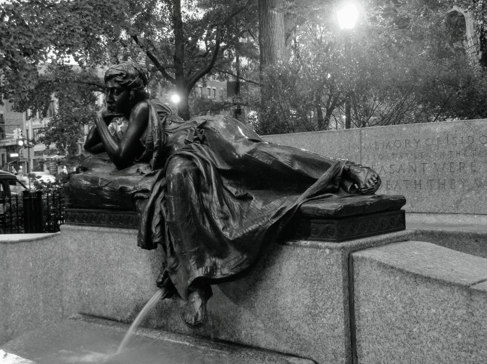 Memory Reclines in Contemplation