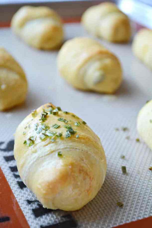 Stuffed Pepperoni Pizza Crescent Rolls | thebestblogrecipes.com | #dinner #recipes #pizza #rolls