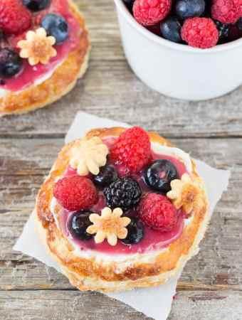 Mini Fruit Breakfast Pizza