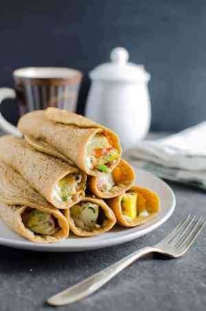 OATMEAL PANCAKE EGG ROLL-UPS | Featured on www.thebestblogrecipes.com