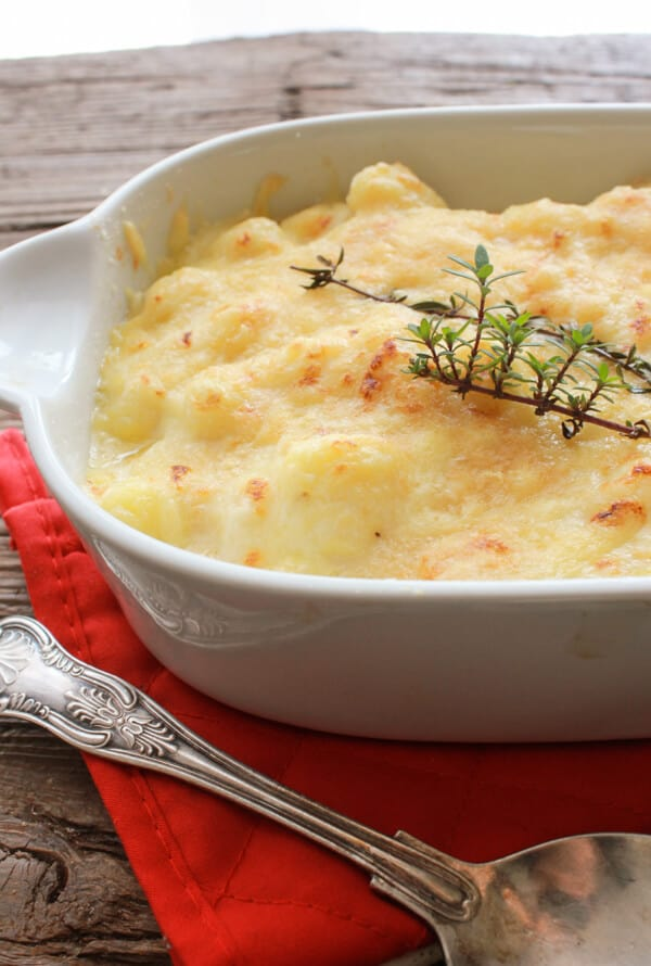 BAKED CREAMY CHEESY WHITE SAUCE GNOCCHI | Featured on www.thebestblogrecipes.com