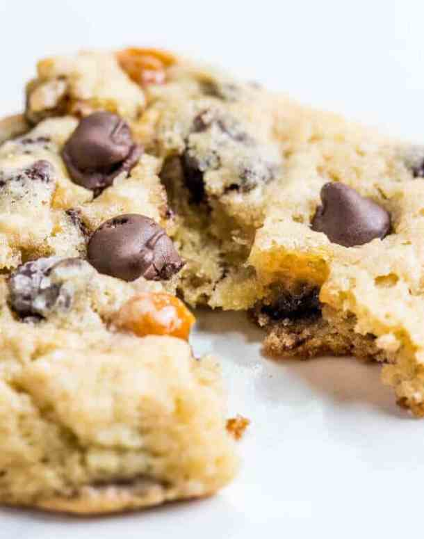 Salted Caramel Banana Chocolate Chip Cookies -- Part of our 18 Recipes that prove that CARAMEL and BANANAS were meant to go together!