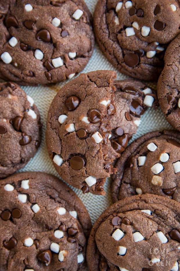 f you love a nice mug of hot cocoa, then you are going to absolutely adore these Hot Cocoa Cookies. Made with hot cocoa mix, they truly taste like hot chocolate! With the addition of dehydrated mini marshmallows, you have all the flavor of hot chocolate in these delicious hot cocoa cookies! These make the perfect addition to your Christmas Cookie baking and holiday cookie exchanges!